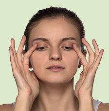 Gesichtsgymnastik: Entstauend und glättend bei Schlupflidern Übung 4: Entstauend und glättend bei Schlupflidern Gesichtsgymnastik Entstauend und glaettend